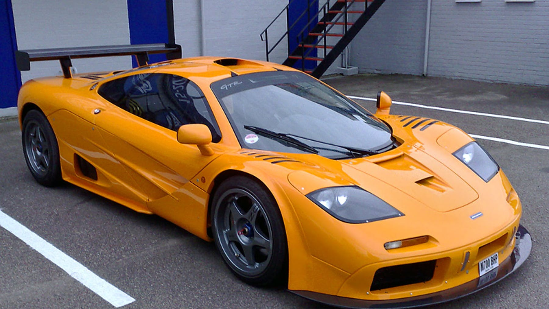 10 interesting facts about the mclaren f1 garage dreams. Black Bedroom Furniture Sets. Home Design Ideas