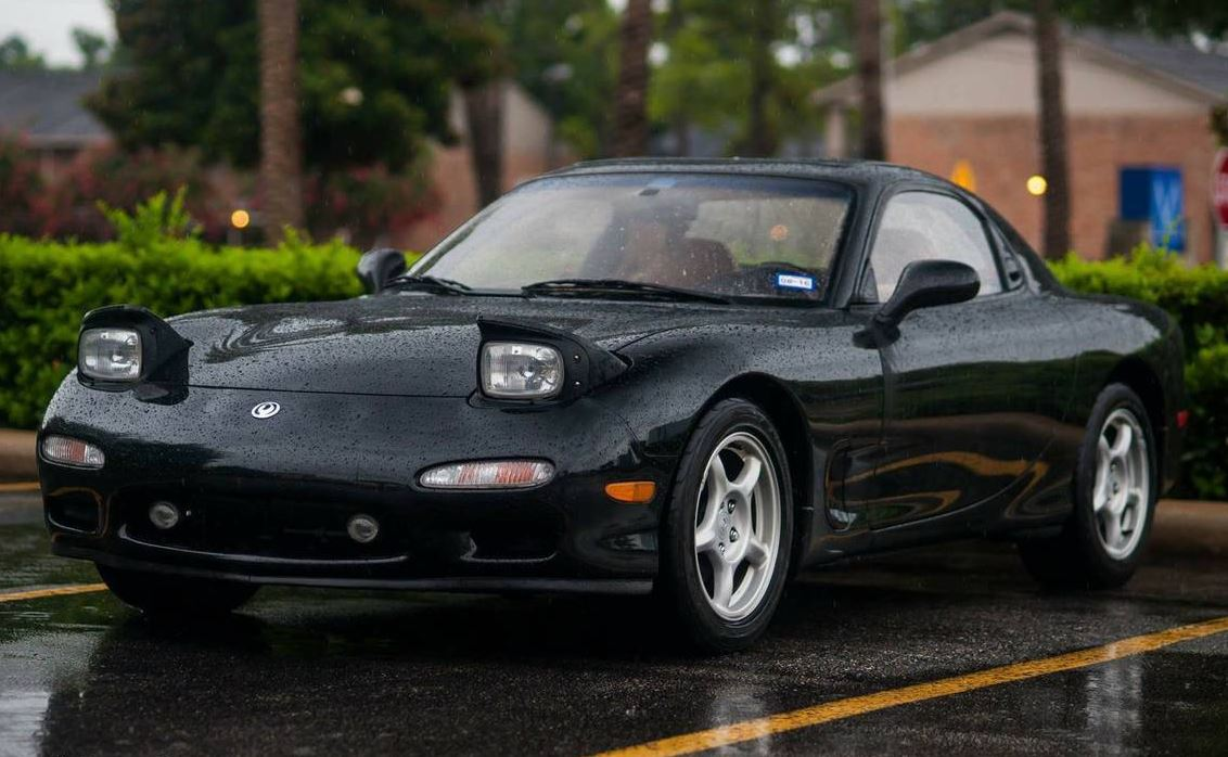 Ultimate Mazda Rx 7 Fd Buyers Guide Garage Dreams 1990 Engine Diagram If You Can Always View A Car When It Is Dry Wet Cars And Rain Hide Multitude Of Sins Have To Look At In The