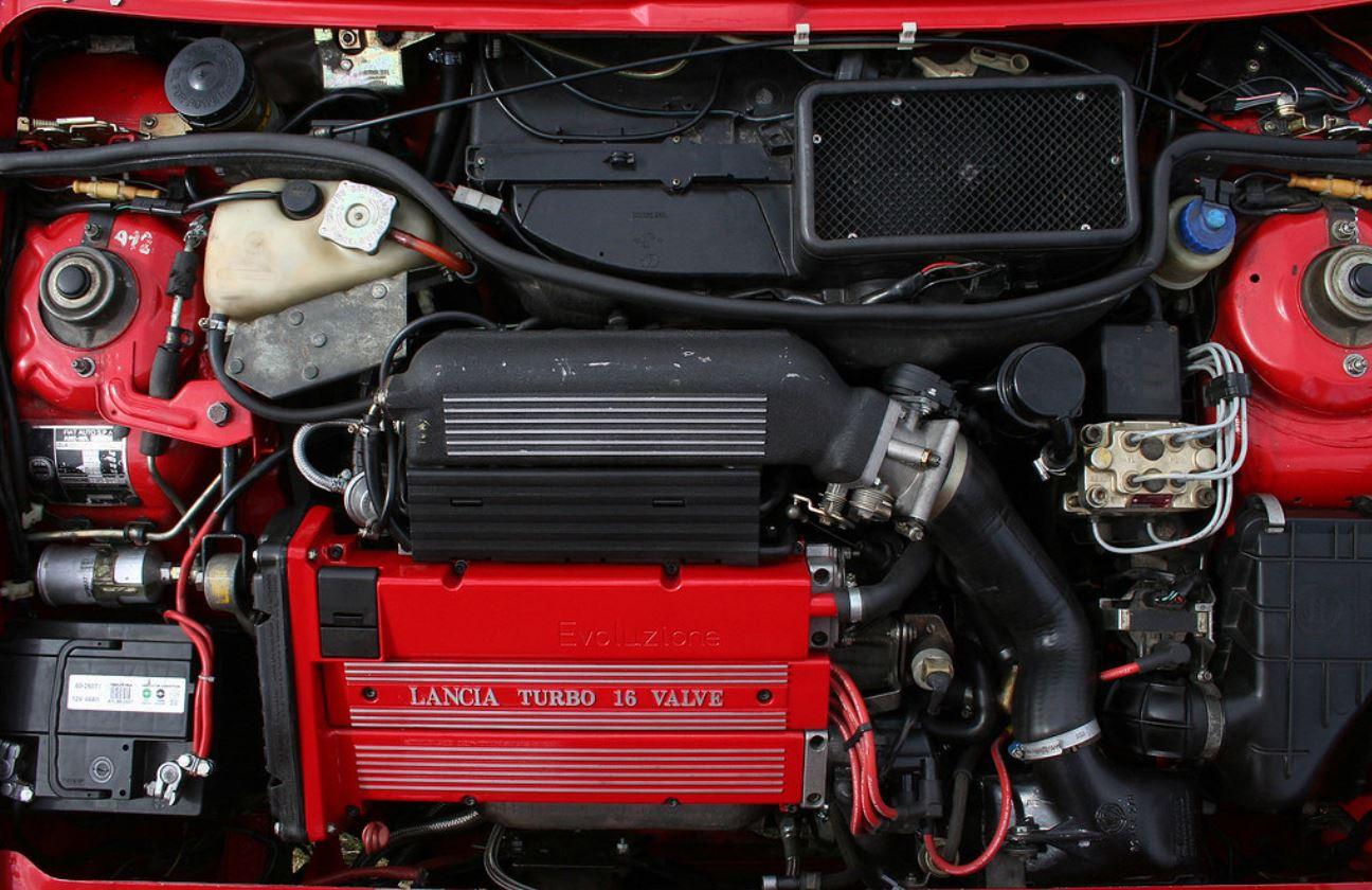 Lancia-Delta-Integrale-Engine.jpg